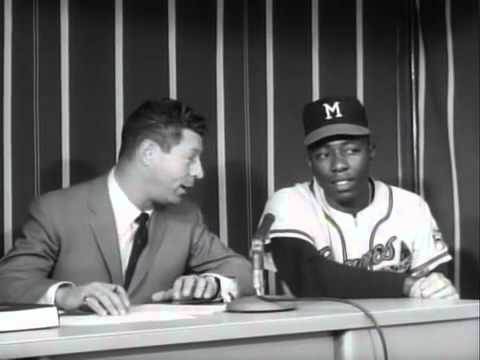 Hank Aaron, shooting the breeze with Mark Scott