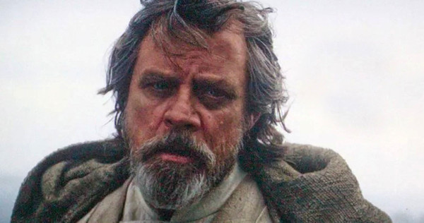 The ambiguous look Luke gives Rey could indicate a connection between them.